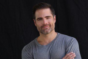 """Roberto ha hecho su carrera internacional siendo parte de novelas como """"Marido en Alquiler"""", """"El Clon"""", """"Victoria"""" y """"Doña Bárbara"""" y protagonizando novelas como """"Victorinos"""" y """"Flor Salvaje""""."""