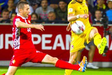 El jugador galés Gareth Bale (d) en acción el pasado, martes 5 de septiembre de 2017, durante el partido de clasificación para el Mundial de Rusia 2018, en el que se enfrentan las selecciones de Moldavia y Gales, en Chisináu (Moldavia). EFE/DUMITRU DORU