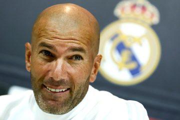 El técnico francés del Real Madrid, Zinedine Zidane, durante la rueda de prensa posterior al entrenamiento realizado hoy en la Ciudad Deportiva de Valdebebas para preparar el partido de la tercera jornada de Liga de Primera División, que el conjunto blanco disputa mañana contra el Levante en el estadio Santiago Bernabéu. EFE/Mariscal