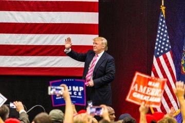 Trump y la primera dama se desplazarán luego al Pentágono para asistir allí a una ceremonia en honor a las más de 3.000 víctimas mortales que provocaron los atentados y a sus familias. (Dreamstime)