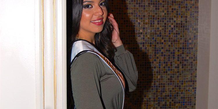 Limousine Nuestra Reina Latina USA sinónimo de Belleza, Glamour y Elegancia