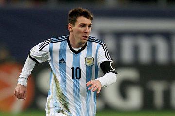 A la estrella argentina se le vio poco activo y departiendo con su amigo Sergio Agüero, que volvió a la selección tras convertirse en el máximo goleador de la historia del Manchester City. (Dreamstime)