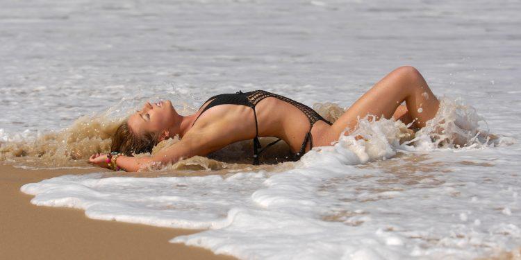 dreamstime_m_17696190-750x375 Miranda, piel canela en la playa