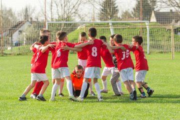 En la actividad en la Ciudad Deportiva, Ernesto Valverde ha trabajado durante unos minutos con alumnos de quinto de primaria de la escuela Nou Patufet del barrio de Gracia de Barcelona. (Dreamstime)