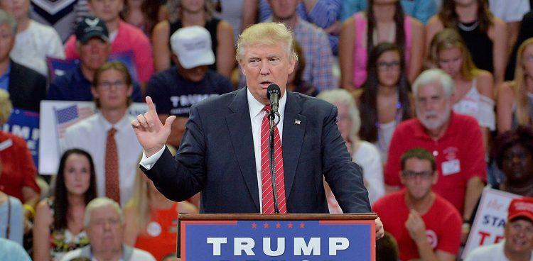 Trump hizo campaña electoral con un agresivo mensaje contra su predecesor Barack Obama, a quien acusó de haber destrozado el poderío económico de EEUU y ahogar la iniciativa empresarial bajo una montaña de regulaciones y una expansión del papel del Gobierno federal. (Dreamstime)