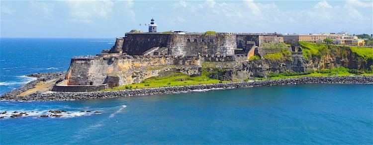 Flores negó que la ausencia de tantos miles de agricultores que no han solicitado las ayudas se deba a que éstos se hayan unido a los otros cientos de miles puertorriqueños que se han ido de Puerto Rico a Estados Unidos por el paso del huracán. (Dreamstime)