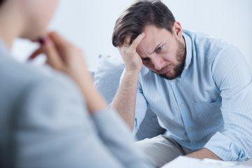 Para él, como para casi un 4 % de la población mundial, según datos de la Organización Mundial de la Salud (OMS), la lucha por pasar esos días es intensa, pues tienen que sortear los síntomas de la depresión para evitar que el resto de la gente note que lo están pasando mal. (Dreamstime)