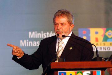 El exmandatario y Buarque, uno de los más famosos representantes de la Música Popular Brasileña, fueron los grandes atractivos del evento, organizado por el Movimiento de los Trabajadores Rurales Sin Tierra (MST). (Dreamstime)