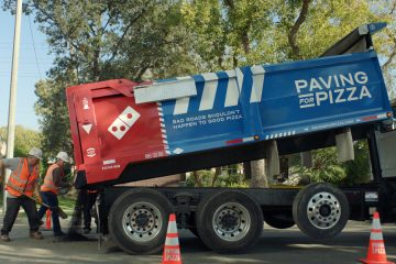Si su ciudad es elegida, el cliente será avisado y la ciudad recibirá los fondos para ayudar reparar las carretera para que las pizzas lleguen de forma seguro a su destino.