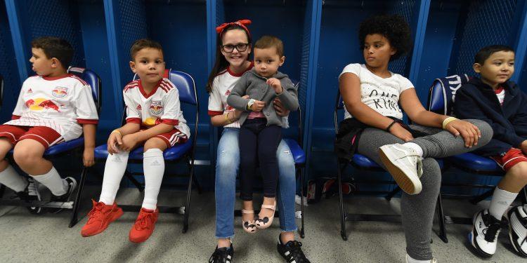 ML7_2017-750x375 Los Red Bulls dona calas para Pacientes con cáncer pediátrico