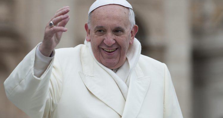 """El pontífice subrayó que """"es un regalo de papa"""" y advirtió a todos de que """"no hay que pagar. Si alguien os dice que paguéis es un timo"""". (Dreamstime)"""