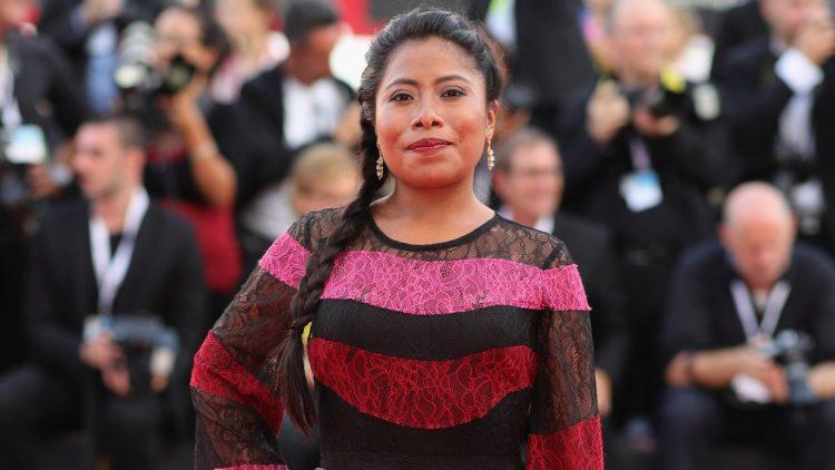 """Yalitza Aparicio representa una trabajadora del hogar indígena en """"Roma"""", la película del mexicano Alfonso Cuarón nominada a 10 premios Óscar. (Dreamstime)"""