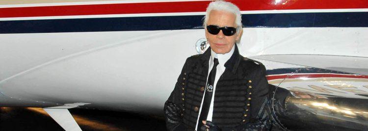 Lagerfeld, que bajo sus perennes gafas de sol, coleta plateada y traje negro con alzacuellos creó un personaje que se adueñó de su persona, nació en Hamburgo el 10 de septiembre de 1933, según biografías que él mismo cuestionaba, pero Francia lo adoptó como propio desde su traslado a París en los años 50. (Dreamstime)