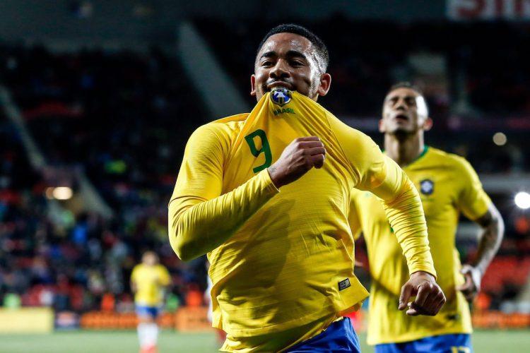 Gabriel Jesús de Brasil celebra su gol este martes, durante un partido de fútbol internacional amistoso entre República Checa y Brasil, en Praga (República Checa). EFE