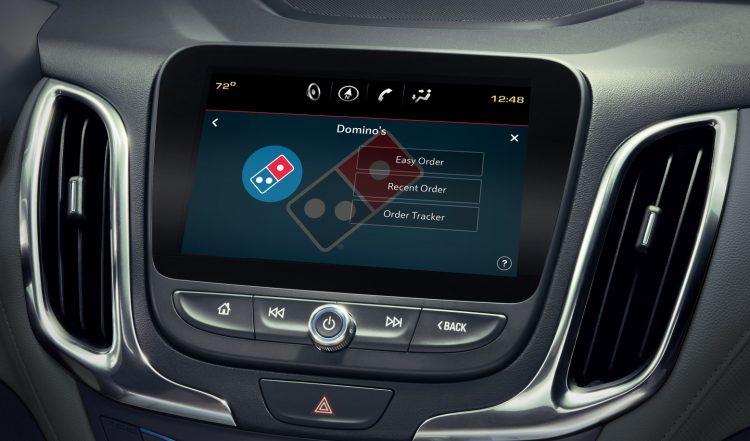 Los clientes pueden pedir sus favoritos de Domino's desde las pantallas táctiles en sus vehículos.