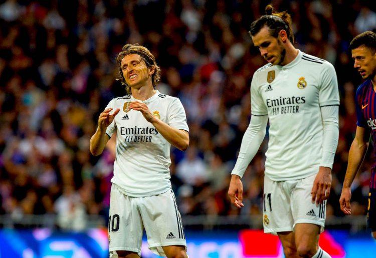 El croata Luka Modric (i) y el galés Gareth Bale, ambos del Real Madrid, durante el partido de la 26ª jornada de Liga en Primera División. EFE