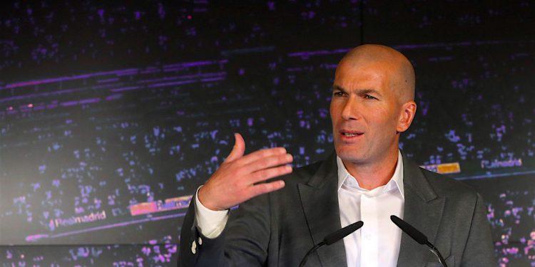 El francés Zinedine Zidane comparece ante los medios de comunicación tras su regreso como entrenador del Real Madrid, esta tarde en la sala de prensa del estadio Santiago Bernabéu. EFE/