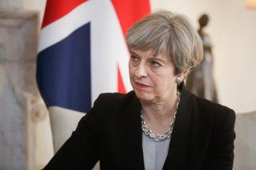 """May """"ha arrojado su último dado"""", pero si """"la jugada fracasa"""", entonces será el momento de """"la decisión"""", afirmó a Efe Tim Bale, profesor de Políticas de la Universidad Queen Mary de Londres. (Dreamstime)"""