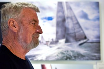 El navegante francés Jean-Luc Van den Heede, 'VDH' según se le conoce en el mundo náutico, narra en una entrevista a EFE, con motivo de su presencia en el SAIL In Festival de Bilbao, la experiencia vivida en la reciente Golden Globe Race, vuelta al mundo en solitario y sin escalas que ganó a pesar de contar con 73 años de edad. EFE/MIGUEL TOÑA