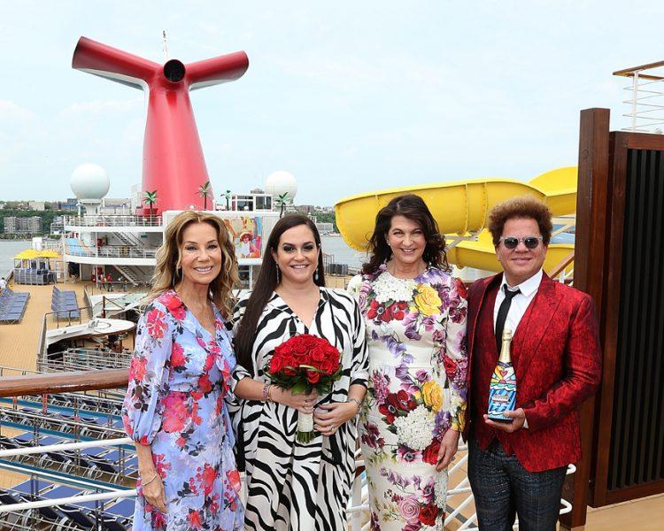 Entre los grandes invitados a la ceremonia se encontraron el famoso pintor brasileño Romero Britto y la presentadora y colaboradora del Carnival Sunrise, Kathie Lee Gifford.