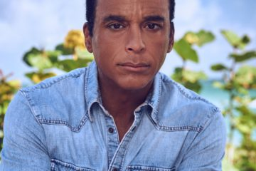 En el 2017 Secada regresó a los escenarios, trayendo a la vida un tributo que viene del corazón; a Benny Moré, uno de los íconos más queridos de Cuba.