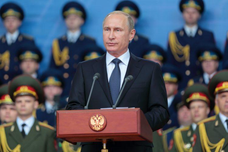 Putin abordó este martes el problema nuclear iraní con el secretario de Estado estadounidense, Mike Pompeo, que negó que Washington esté considerando una operación militar contra Irán.   (Dreamstime)