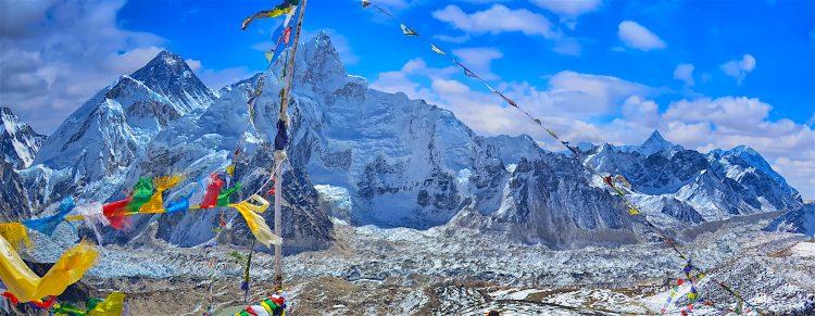El proyecto, que implicó una inversión de más de 200.000 dólares, es la mayor campaña de limpieza de la montaña, y la primera impulsada por el Gobierno nepalí, señaló. (Dreamstime)