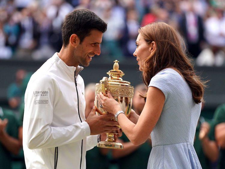 Novak Djokovic of Serbia coronado campeón de Tennis Club, in London, Britain. (Tenis, Duque Duquesa Cambridge, Suiza, Reino Unido, Londres) EFE/EPA/NIC BOTHMA EDITORIAL USE ONLY/NO COMMERCIAL SALES