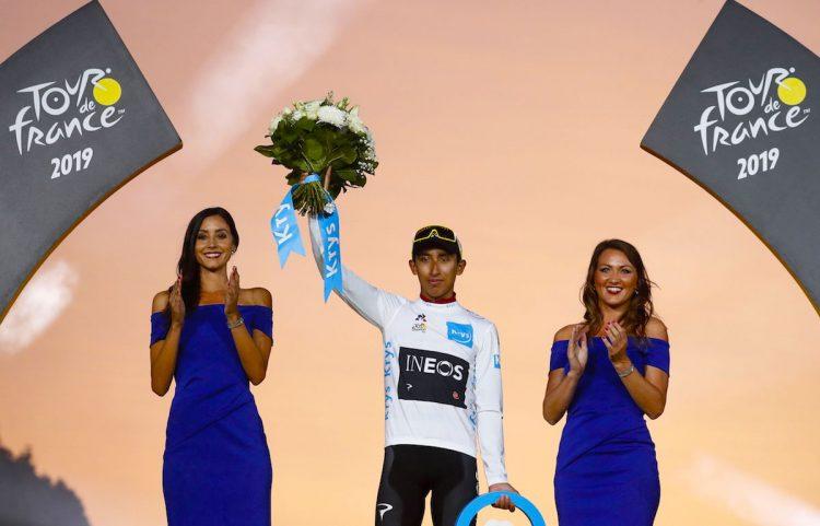 El presidente de Colombia, Iván Duque campón del Tour de Francia.EFE