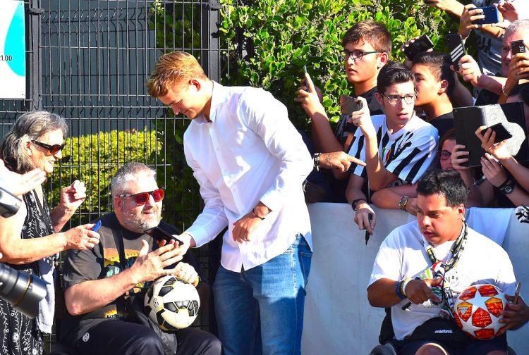 Matthijs de Ligt ya es jugador de la Juventus transferido del Ajax.EFE