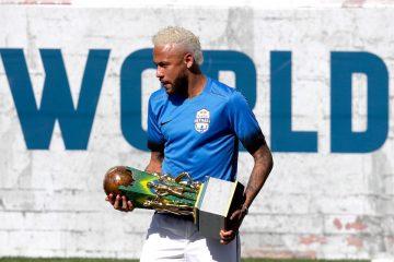 El futbolista brasileño Neymar participa en la final del torneo Red Bull Neymar Jr's Five, este sábado en Praia Grande, São Paulo (Brasil). El torneo Red Bull Neymar Jr's Five es un certamen de fútbol barrial y está promovido por Neymar. EFE/ Fernando Bizerra Jr