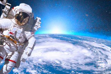 Un cohete Falcon 9 propulsó la cápsula Dragon, en su tercera misión hacia el puesto que orbita, a unos 400 kilómetros de la Tierra, a 27.600 kilómetros por hora.  (Dreamstime)
