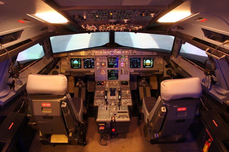 En 2012 ya se localizó un problema de microfisuras en las alas de los A380 y en esa ocasión la EASA tampoco obligó a suspender las operaciones. (Dreamstime)