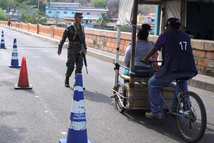 Hondureños recuerdan dolor de la guerra con El Salvador hace 50 años