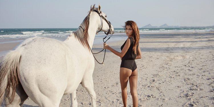 chica-sexy-1-750x375 Camila, amante de los caballos