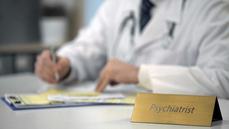 Los especialistas que diagnostican la demencia son neurólogos, psiquiatras, neuropsiquiatras y geriatras. (Dreamstime)