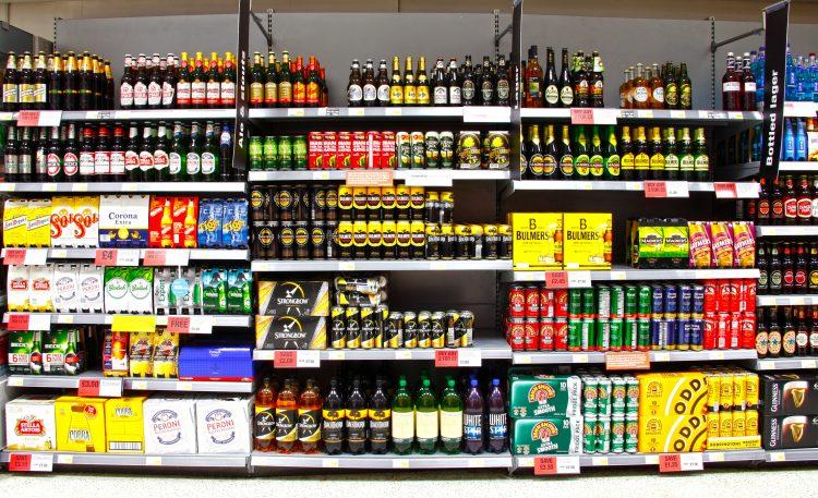 El estudio también reveló la relación entre el exceso de venta de alcohol y las altas tasas de crimen en la misma área. (Dreamstime)