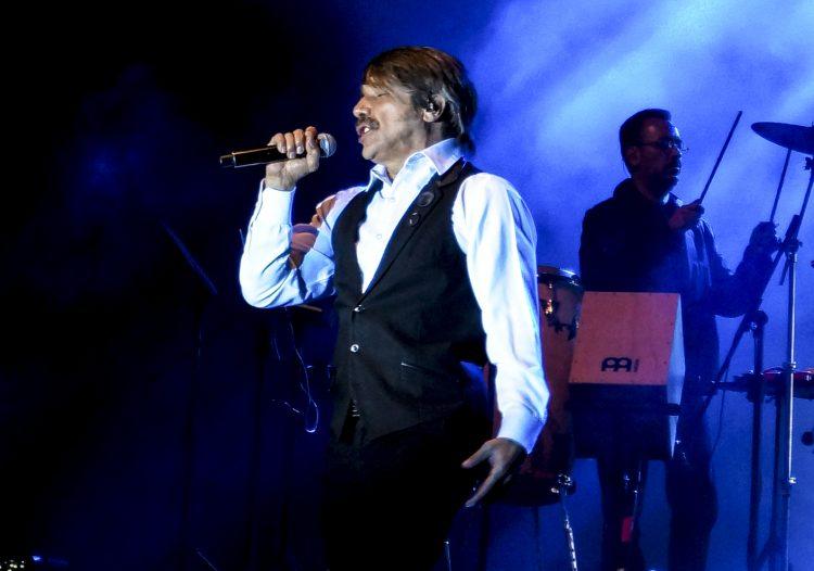 Verdaguer tiene más de una veintena de álbumes grabados, de los cuales nueve son a dúo con Amanda Miguel, que en conjunto ha producido ventas de más de 20 millones de discos. (Dreamstime)
