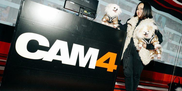 """Museum-of-Sex-x-CAM4-Shot-By-Mike-Vitelli-BFA-10-1-750x375 El museo del sexo presentó """"Cam Life"""", su nueva exxxposición"""