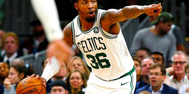 El Guarda Marcus Smart de los Boston Celtics