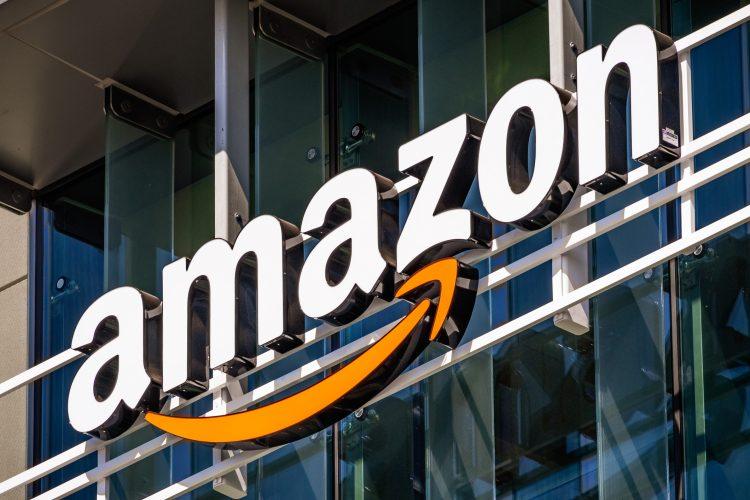A mediados de marzo, la firma que dirige Jeff Bezos anunció que iba a contratar a 100.000 trabajadores en Estados Unidos para responder al fuerte aumento de la demanda y que además aumentaría los salarios del personal de almacenes y distribución. (Dreamstime)