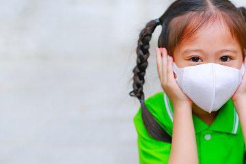 La medida no requiere que los revestimientos faciales de los clientes y empleados sean de grado médico o mascarillas N95, que están siendo destinadas para los empleados sanitarios.  (Dreamstime)