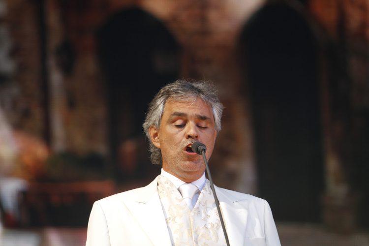 Bocelli lleva semanas confinado en su vivienda, en medio de una crisis que ha llevado a los italianos a ver morir a más de 18.000 personas por el virus, de acuerdo con las últimas cifras.  (Dreamstime)