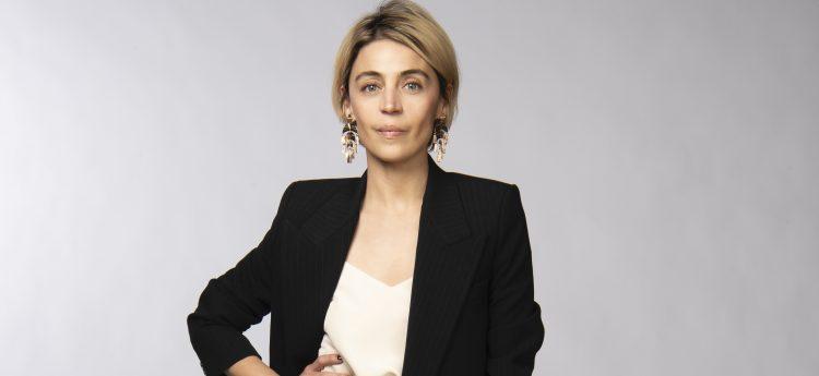 Ilse Salas es Constanza.