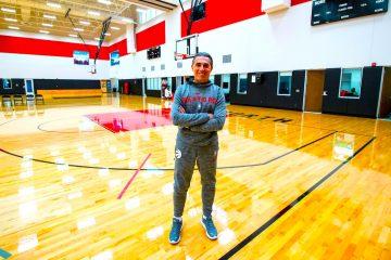 El seleccionador español de baloncesto, Sergio Scariolo, y segundo entrenador de los Toronto Raptors de la NBA, declaró este sábado a EFE que ya tiene una idea del núcleo del equipo que disputará la Copa del Mundo. Scariolo, que este sábado se sienta en el banquillo de los Raptors para iniciar lo que será su primera ronda de 'playoff' en la NBA, dijo a Efe que aunque no quiere dar todavía nombres, tiene en mente un grupo de jugadores central a los que hay que complementar. - EFE/Julio César Rivas