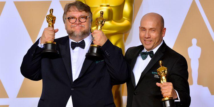 """Minutos más tarde y ante la falta de respuesta de las autoridades, Del Toro volvió a compartir el vídeo y escribió: """"Definición de brutalidad: Acción desmedida e irracional- sin humanidad. Este es un ciudadano en medio de una pandemia. No un criminal"""". (Dreamstime)"""