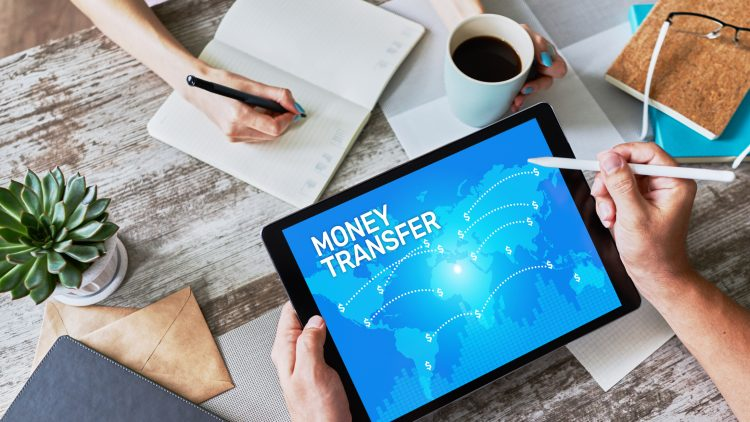 Los servicios de billeteras móviles permiten enviar y recibir el dinero sin salir de casa, porque toda la transacción se desarrolla de manera virtual. (Dreamstime)