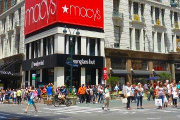 Macy's, que es propietaria de las cadenas Bloomingdale's y Bluemercury, espera reabrir un segundo grupo de unas 50 tiendas el 11 de mayo. (Dreamstime)