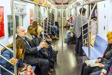 La utilización del metro se ha desplomado en Nueva York debido a la pandemia, con menos de un 10 % del número habitual de pasajeros, lo que ya había llevado a reducir la frecuencia del servicio. (Dreamstime)