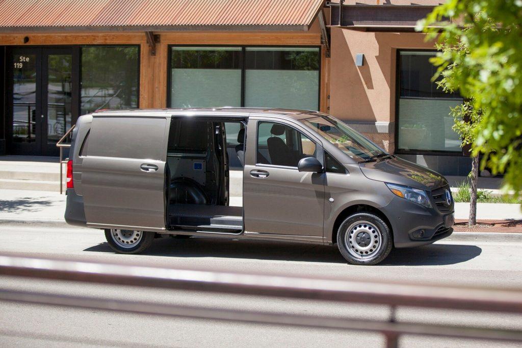 2020_mercedes-benz_metris_cargo- Mercedes Benz Metrix cargo van del 2020, construida para transportar bienes o personas